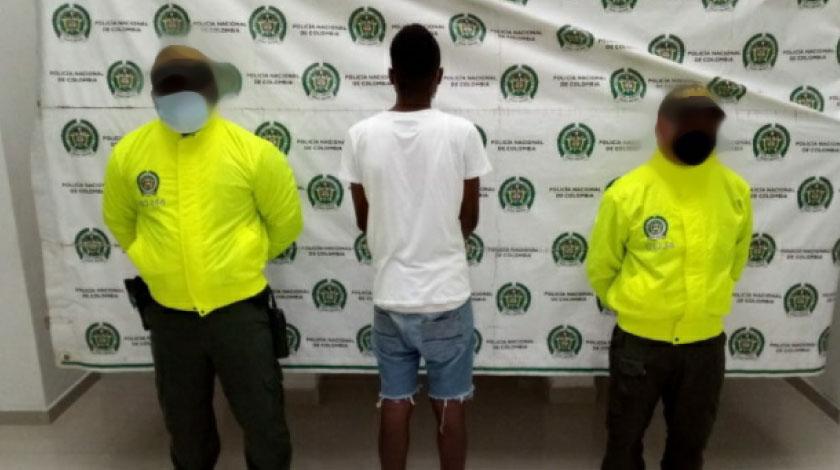 Este joven de 17 anos fue aprehendido porque al parecer participo en homicidio de un agente