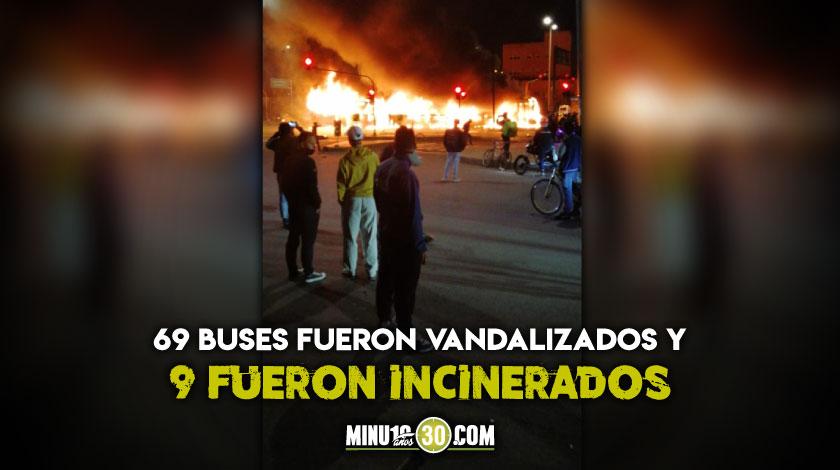 buses de transmilenio bandalizados e incinerados en bogota manifestaciones Javier Ordonez
