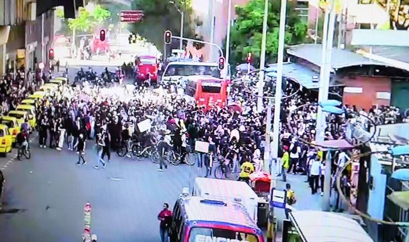 Así están varias calles de Medellín, llenas de manifestantes