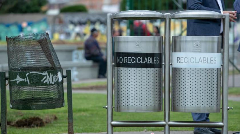 Canecas de desechos Bogota capital del pais reciclabes no reciclables
