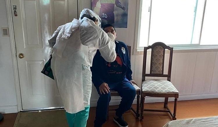 Maradona se hace prueba de COVID por contacto con contagiado