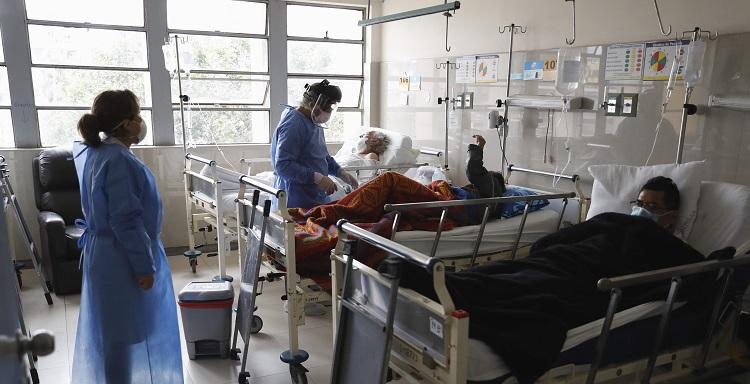 Los hospitales de Perú se vacían