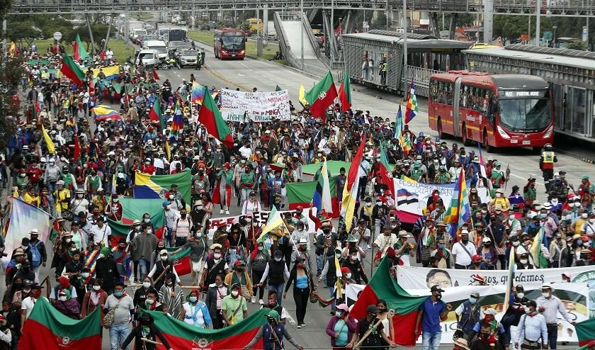La minga indígena se toma las calles de Bogotá en medio de un ambiente festivo