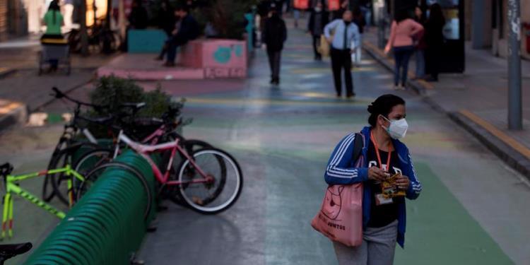 Chile descarta cuarentena en la capital mientras la pandemia se agudiza en el sur del país