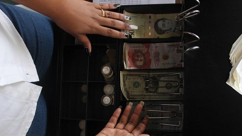 """""""¿Y por qué no dolarizan de una vez Venezuela?"""", el dólar no es solución por estar razones"""