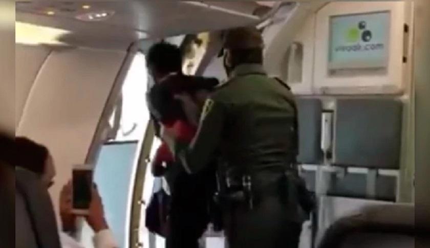 Habitante de calle alcanzó a subirse a un avión de Viva Air que iba a despegar