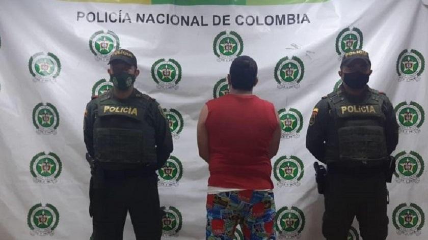 Capturado hombre de 33 años por maltratar a su esposa, al parecer por celos