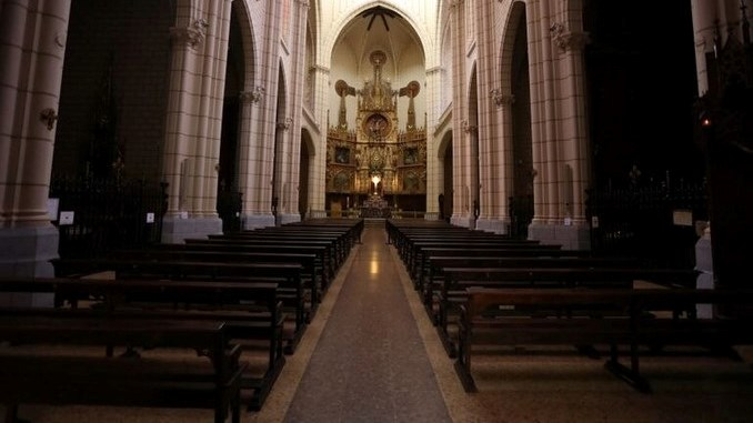 iglesia interna sillas