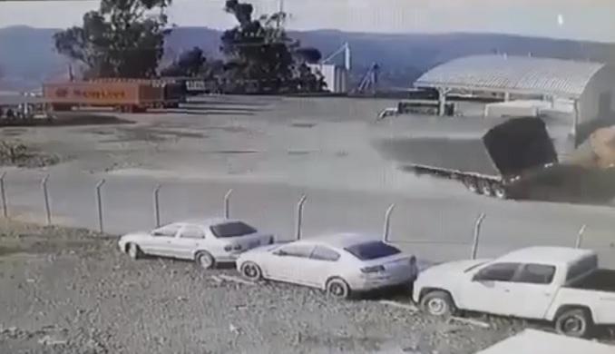 Impresionante accidente en Yarumal en el que perdió la vida el conductor de una tractomula