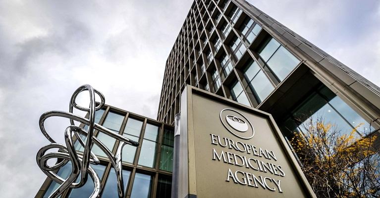 EMA pide a farmacéuticas investigar si sus vacunas valen para nuevas cepas