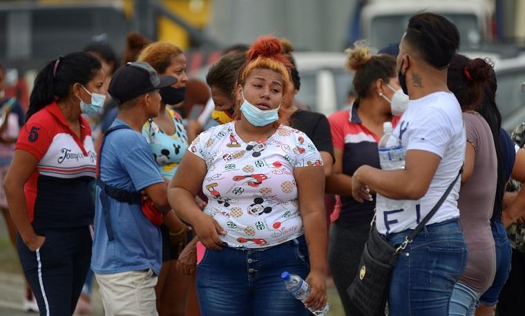 Casi 80 muertos en enfrentamientos entre bandas en prisiones de Ecuador